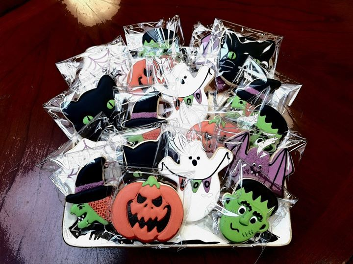 Happy Halloween! No TRICKS just TREATS for our clients today!! Thank you so much Giovanna's Gourmets for the beautiful cookies!!