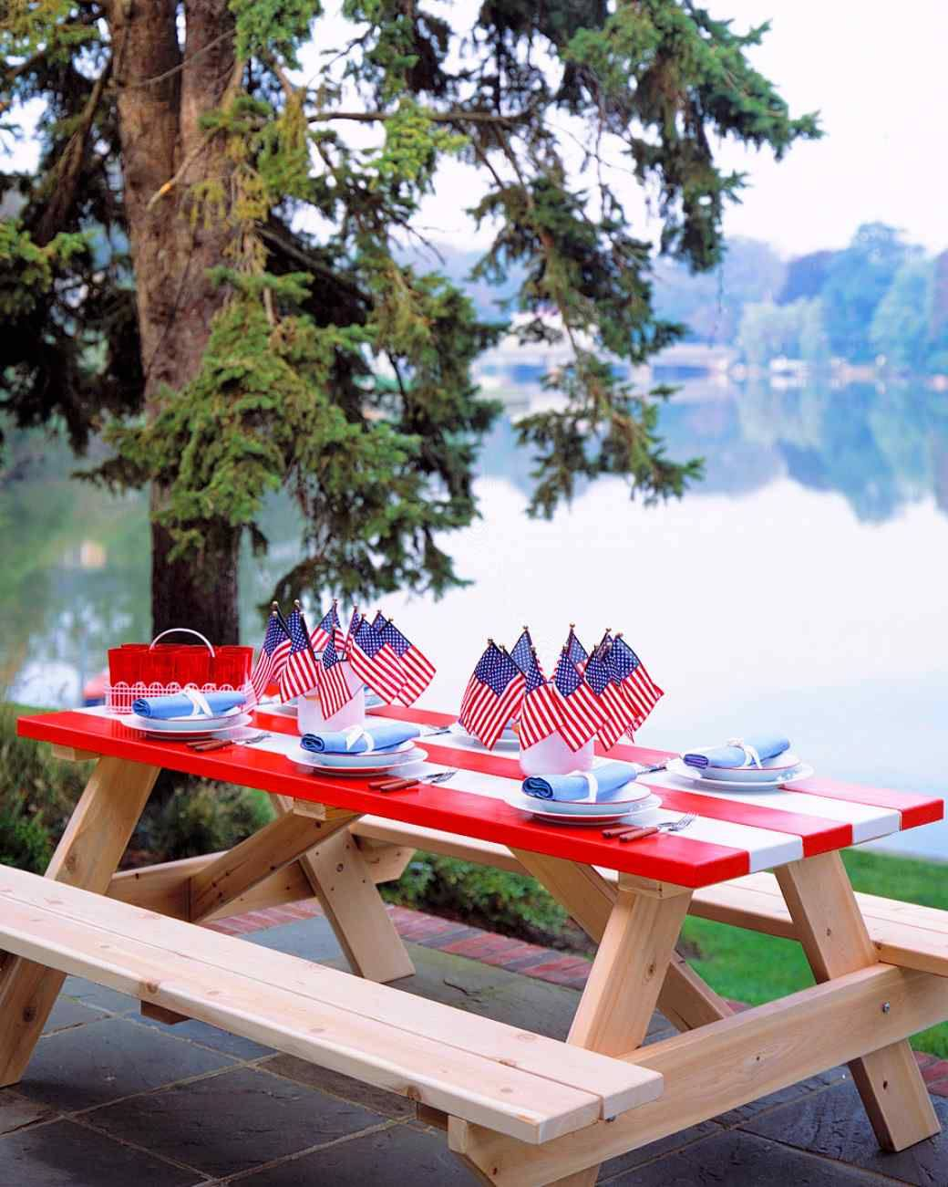 http://www.marthastewart.com/1072683/patriotic-party-ideas-and-decorations-memorial-day#224328 Hope everyone is celebrating this weekend! Enjoy your home, relax, and spend time with your family and remeber all of the men and women who made countless sac